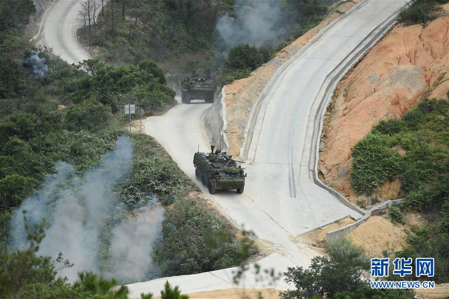 解放军驻港部队举行联合实兵演习