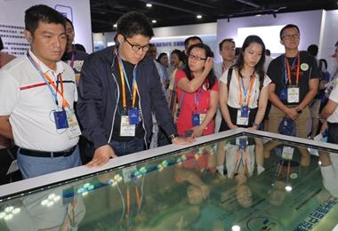 参访团参观中国科学院创科成果展